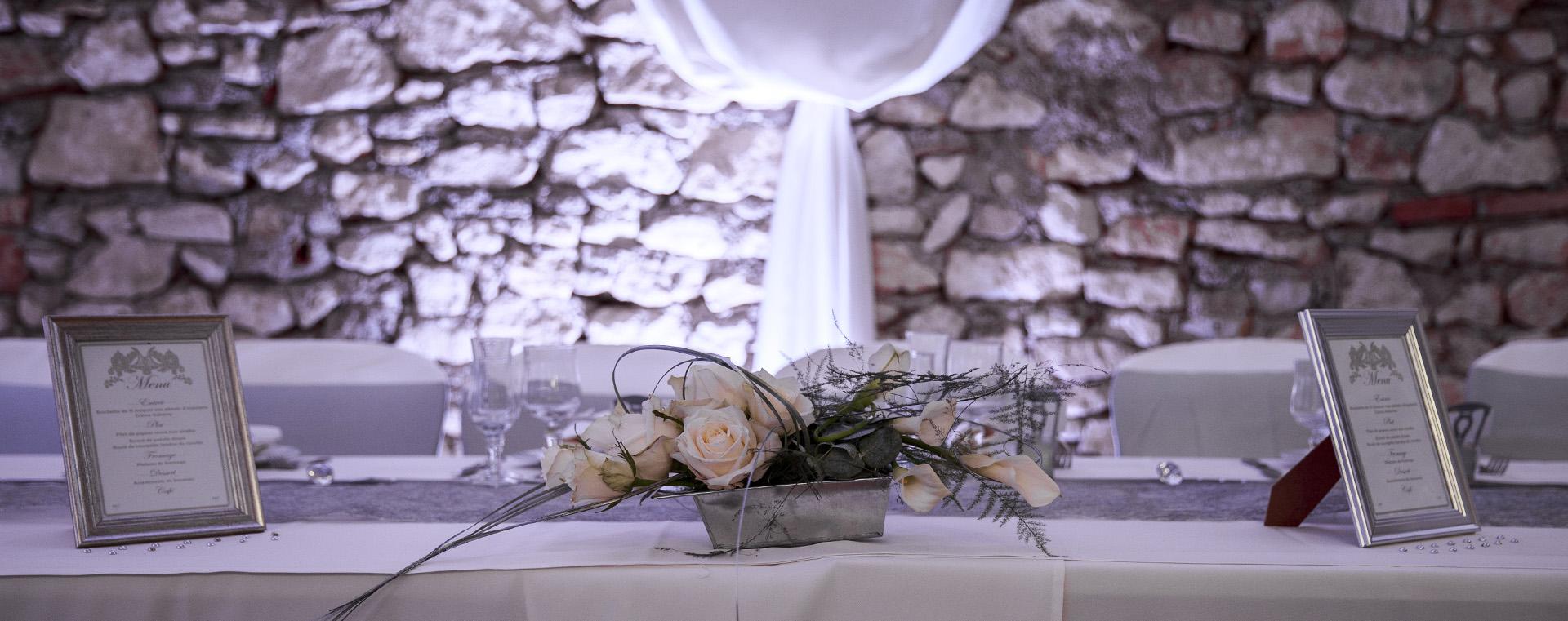 la-maison-de-pierre-venes-table-des-mariés
