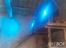 Éclairage dans une grange au Domaine du Castelet
