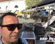 Orlando lors de la mise en place de la scène du concert de rentrée de Castres parking de la salle Gérard philippe.
